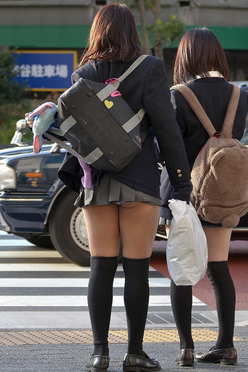 甘酸っぱい桃の香りがする女子高生のお尻街撮り画像wwwwwwwwww 1808