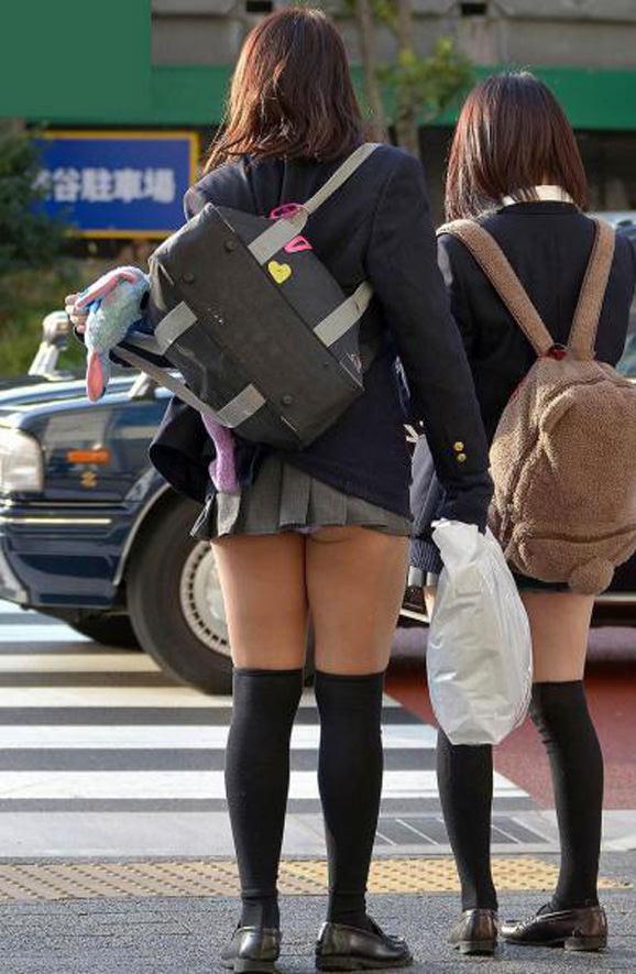 甘酸っぱい桃の香りがする女子高生のお尻街撮り画像wwwwwwwwww 1813
