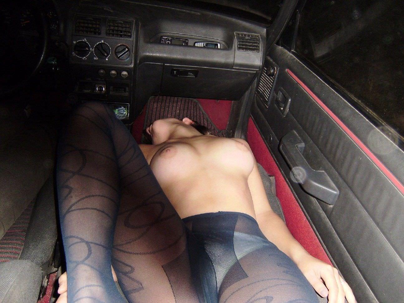 高速道路運転中に大胆な格好でフェラしてる素人カップルwwwwwwwwwwwwwww 1887