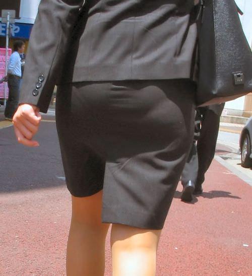 はちきれそうなお尻がむっちりしたスーツのOLさんを街撮り激写!!!!!!!!!!!! 2025