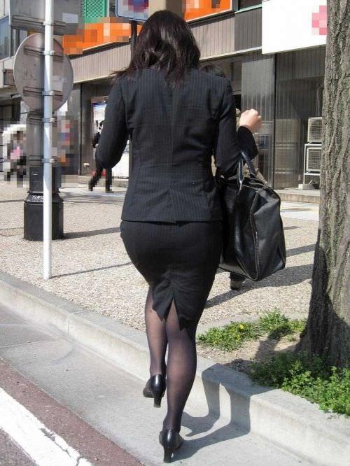 はちきれそうなお尻がむっちりしたスーツのOLさんを街撮り激写!!!!!!!!!!!! 2027
