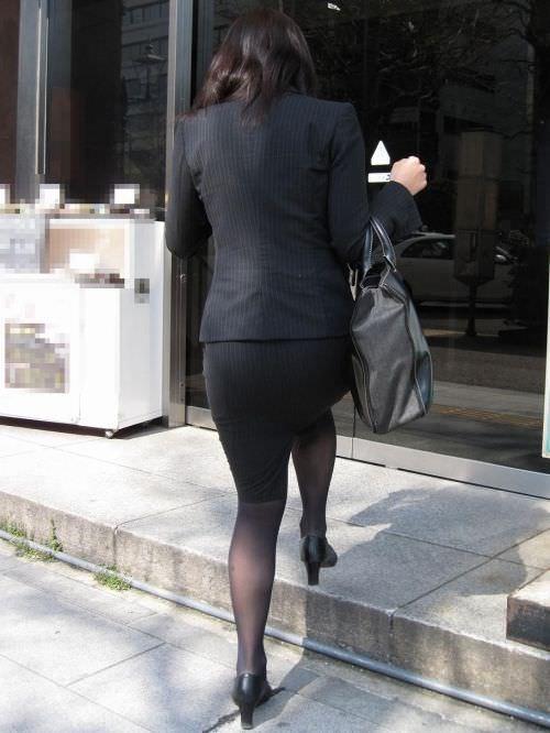 はちきれそうなお尻がむっちりしたスーツのOLさんを街撮り激写!!!!!!!!!!!! 2028