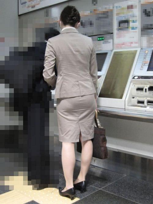 はちきれそうなお尻がむっちりしたスーツのOLさんを街撮り激写!!!!!!!!!!!! 2030