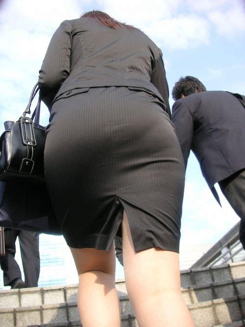 はちきれそうなお尻がむっちりしたスーツのOLさんを街撮り激写!!!!!!!!!!!! 2035