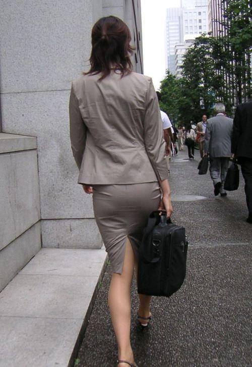 はちきれそうなお尻がむっちりしたスーツのOLさんを街撮り激写!!!!!!!!!!!! 2043