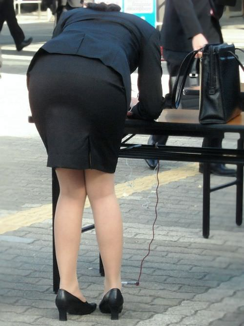 はちきれそうなお尻がむっちりしたスーツのOLさんを街撮り激写!!!!!!!!!!!! 2046