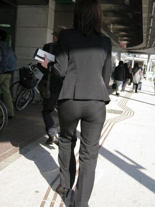 はちきれそうなお尻がむっちりしたスーツのOLさんを街撮り激写!!!!!!!!!!!! 2049
