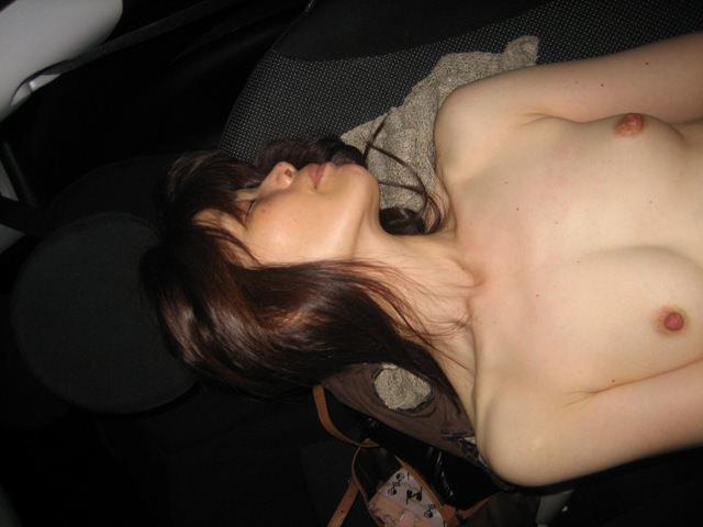 ドライブデート中車内で全裸になっちゃう彼女がエロすぎwwwwwwwwwwwwwwww 2104