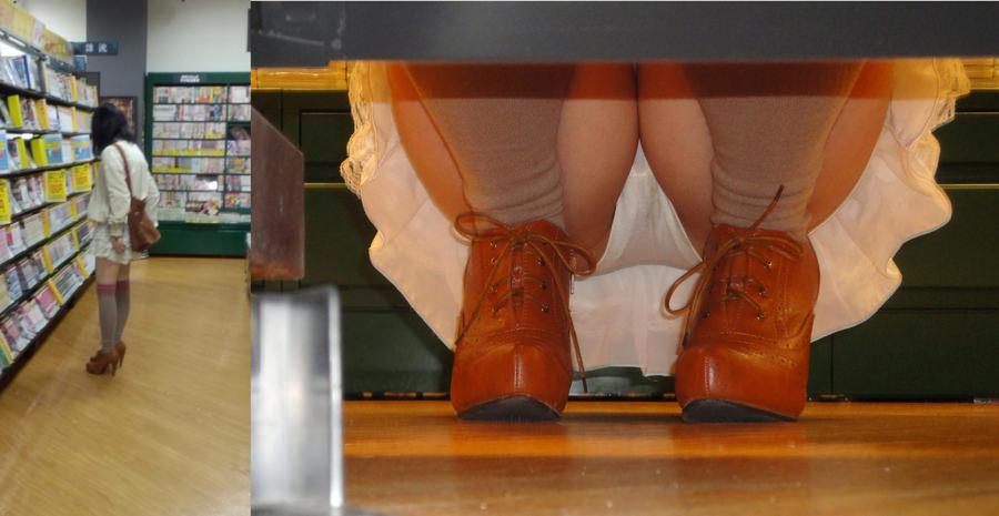 レンタルショップはパンチラ天国www棚の下から素人娘のパンチラ見放題www 2140