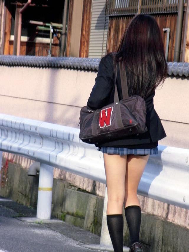 ミニスカ履いてる街撮りJK画像ほんとすこwwwwwwwwwww 2391