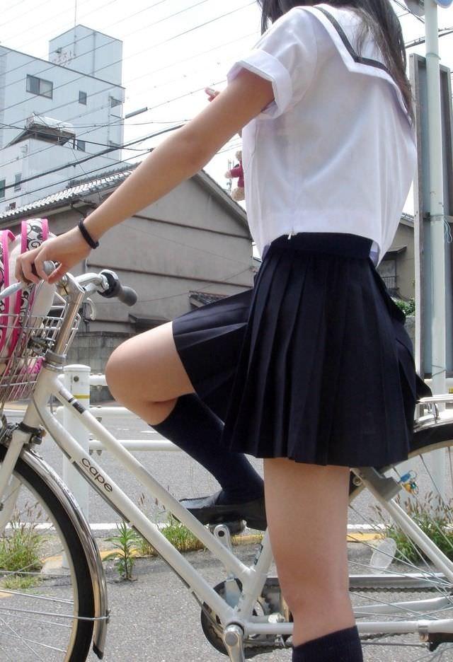 ミニスカ履いてる街撮りJK画像ほんとすこwwwwwwwwwww 2395