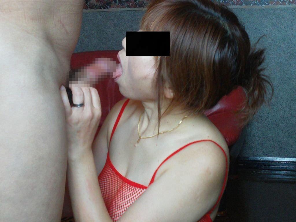ドスケベ妻の生フェラ画像!!ジュポンジュポン唾液ローションで舐め回す!!!! 2842