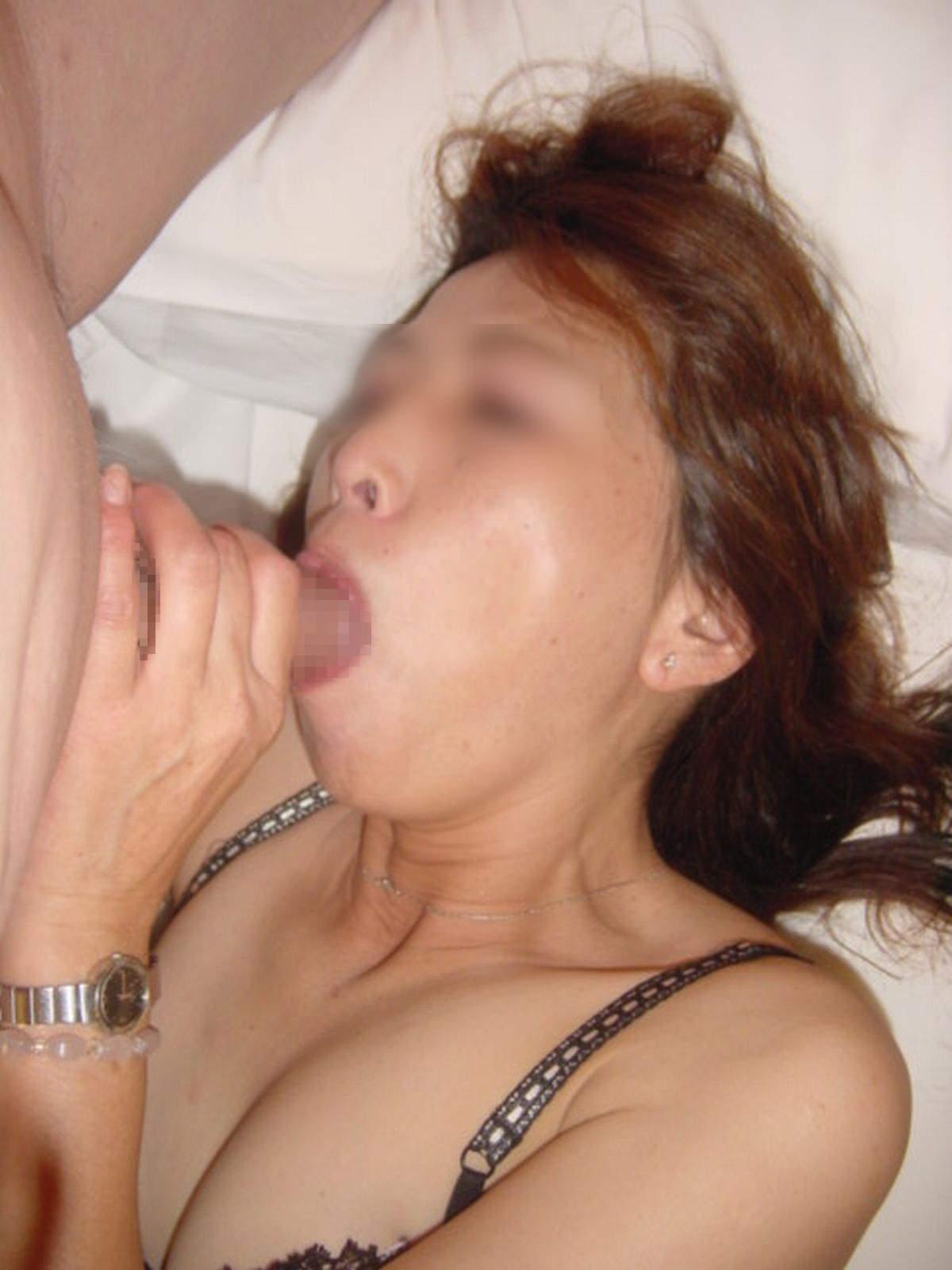 ドスケベ妻の生フェラ画像!!ジュポンジュポン唾液ローションで舐め回す!!!! 2855