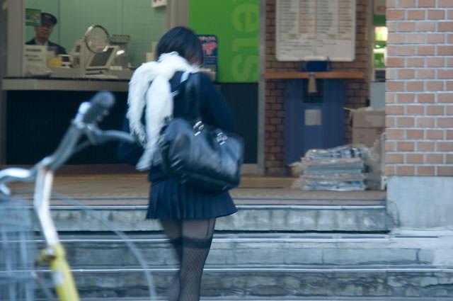 絶対領域の太もも晒す素人娘の街撮り画像wwwwwww 3002