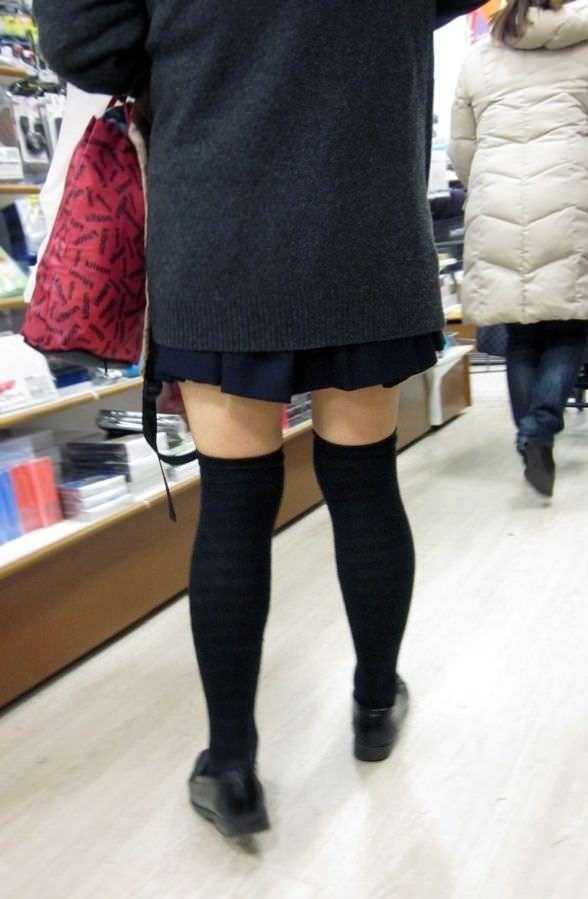 絶対領域の太もも晒す素人娘の街撮り画像wwwwwww 3004