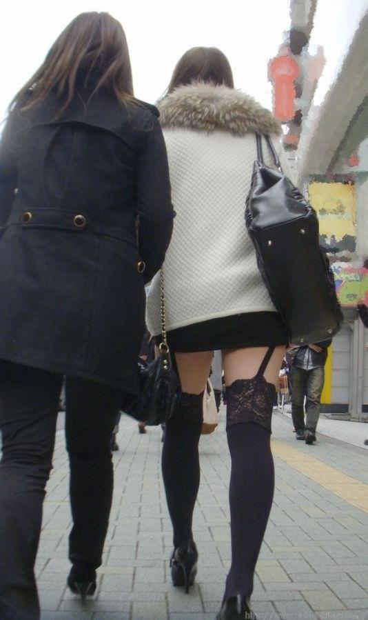 絶対領域の太もも晒す素人娘の街撮り画像wwwwwww 3012