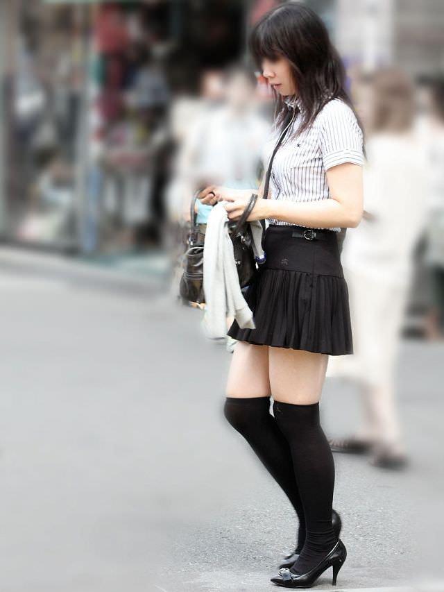 絶対領域の太もも晒す素人娘の街撮り画像wwwwwww 3015
