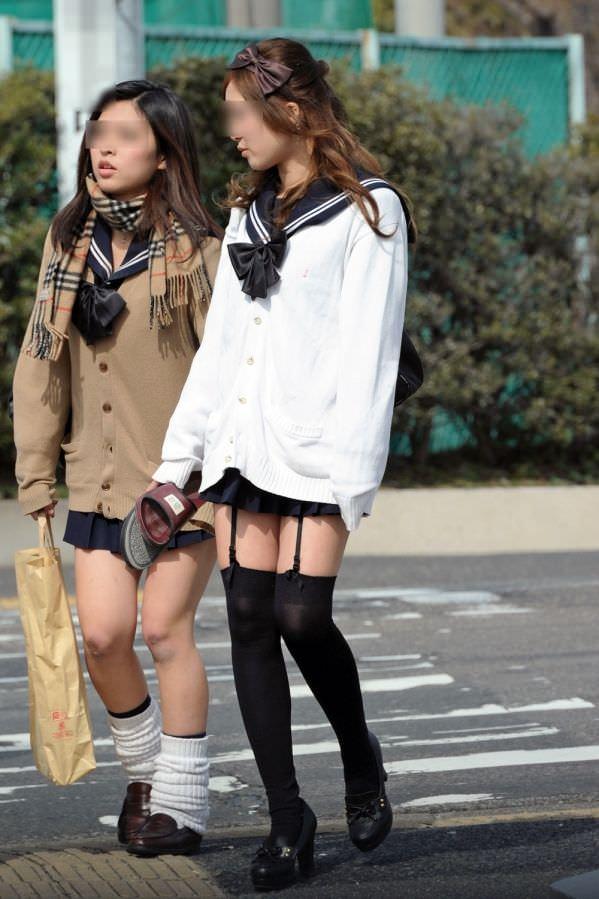絶対領域の太もも晒す素人娘の街撮り画像wwwwwww 3019