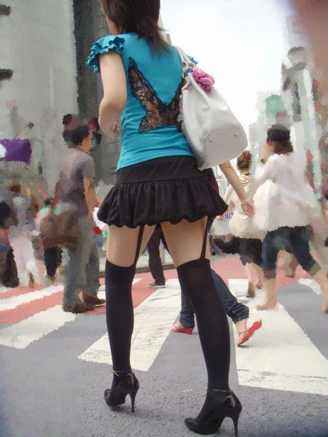 絶対領域の太もも晒す素人娘の街撮り画像wwwwwww 3021