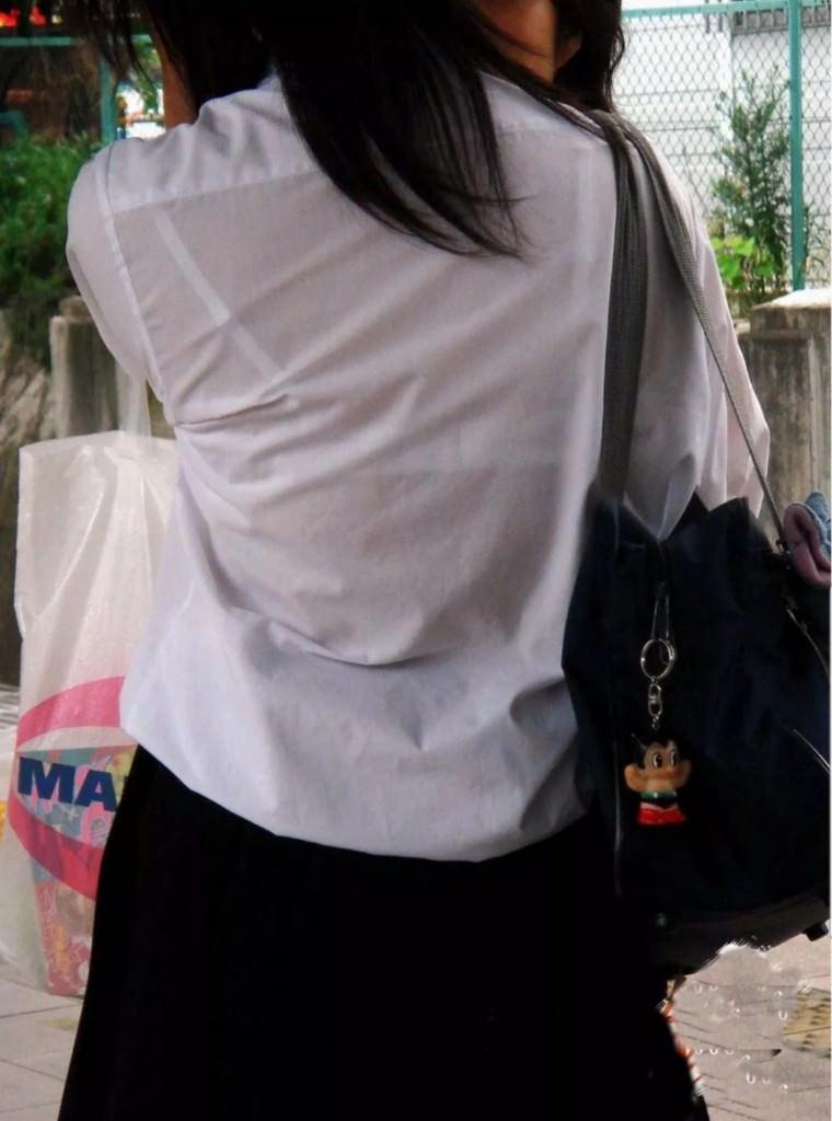 冬が近づいてるけど夏服JKの透け透けなブラが見たいです!!! 8cv0kwC