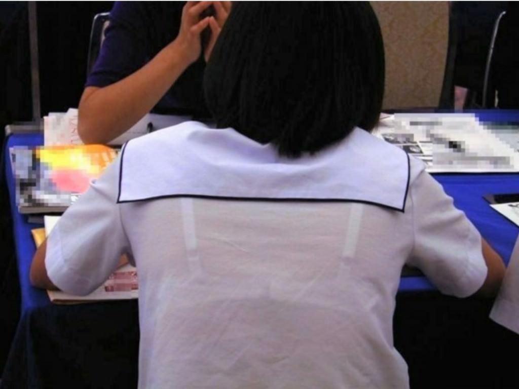 冬が近づいてるけど夏服JKの透け透けなブラが見たいです!!! Dhj7ozo