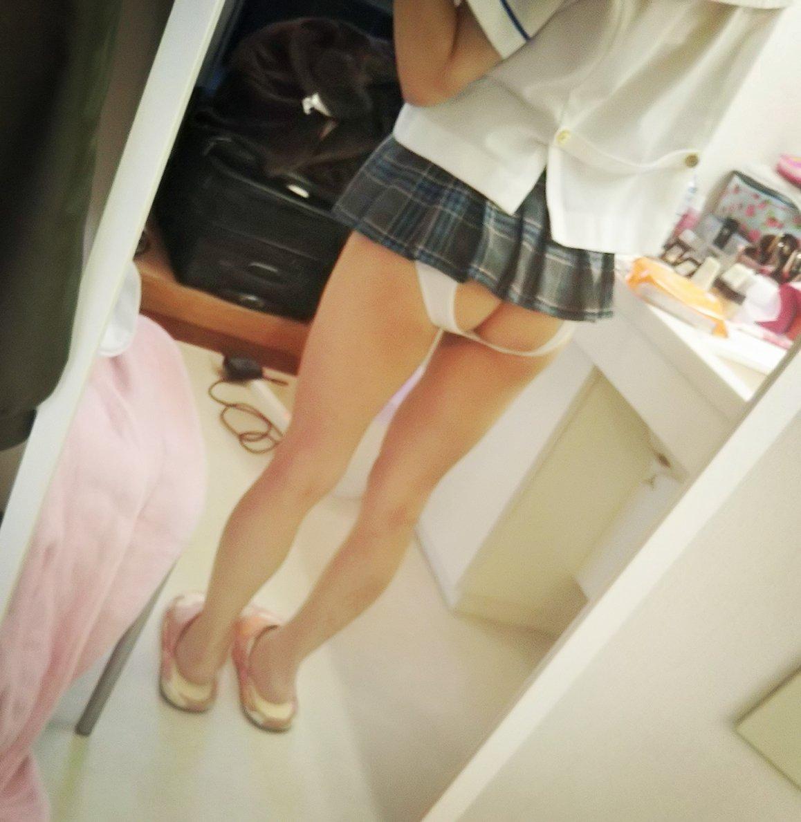 エッチなパンツを履いて自撮りする女子高生!!パシャッ!!! DrsmqCTUcAA9sEv