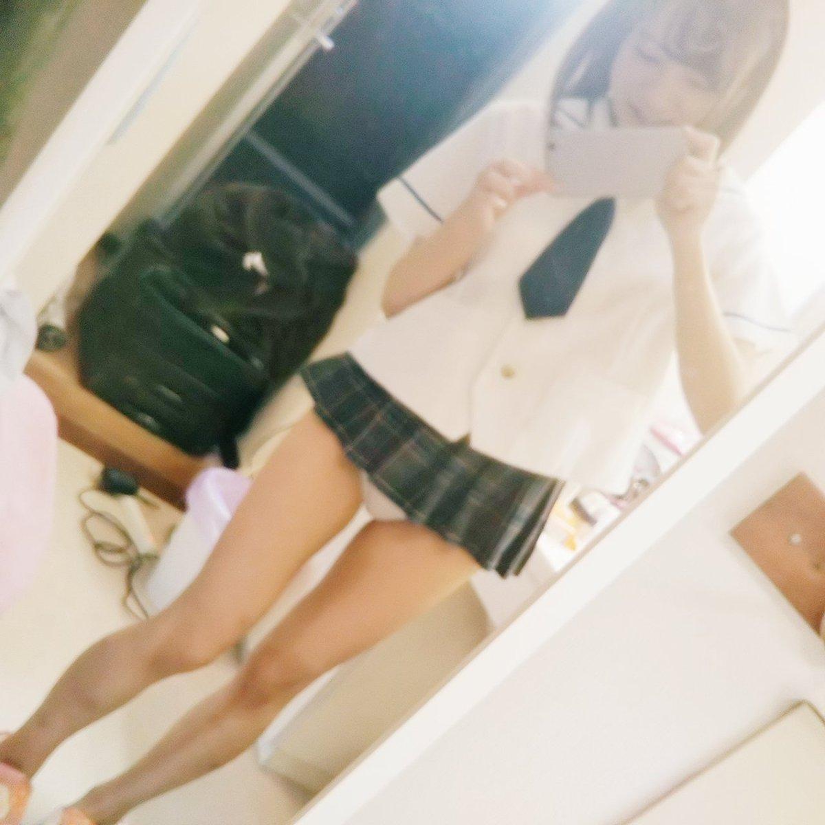 エッチなパンツを履いて自撮りする女子高生!!パシャッ!!! DrsmqvmV4AEMOaH