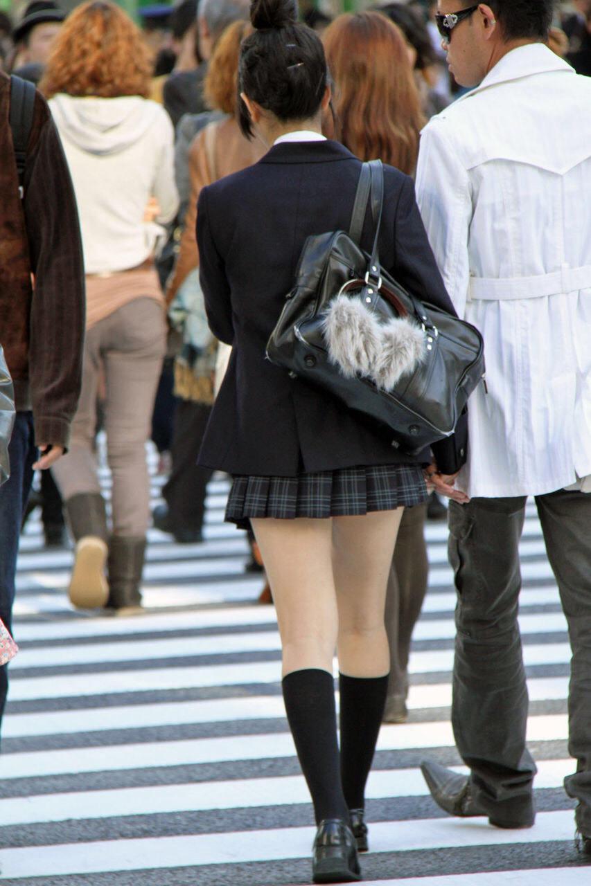 ミニスカ履いてる街撮りJK画像ほんとすこwwwwwwwwwww EVSqvF8