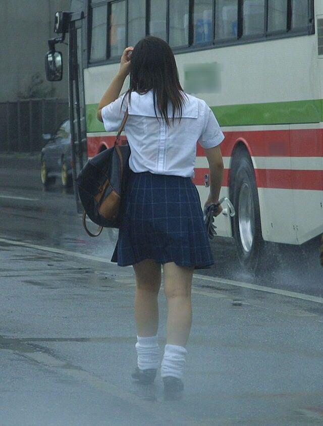 夕立でずぶ濡れのjkwwwww透けブラキターーーー!!!!!!!! EsCQ06E