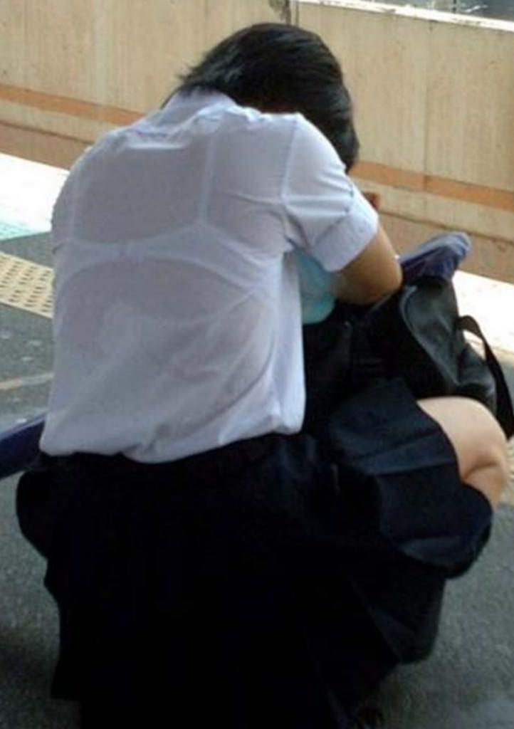 冬が近づいてるけど夏服JKの透け透けなブラが見たいです!!! UaprUSS