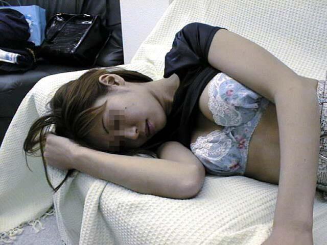 寝てる姉ちゃんや彼女のパンツ写メった家庭内の生々しい素人エロ画像だぁーwww 0406