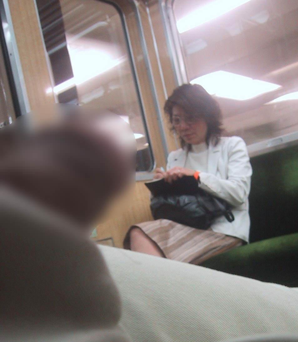 電車でちんこ出して痴漢するガチでヤバい奴現るwwwwwwwwww 0663