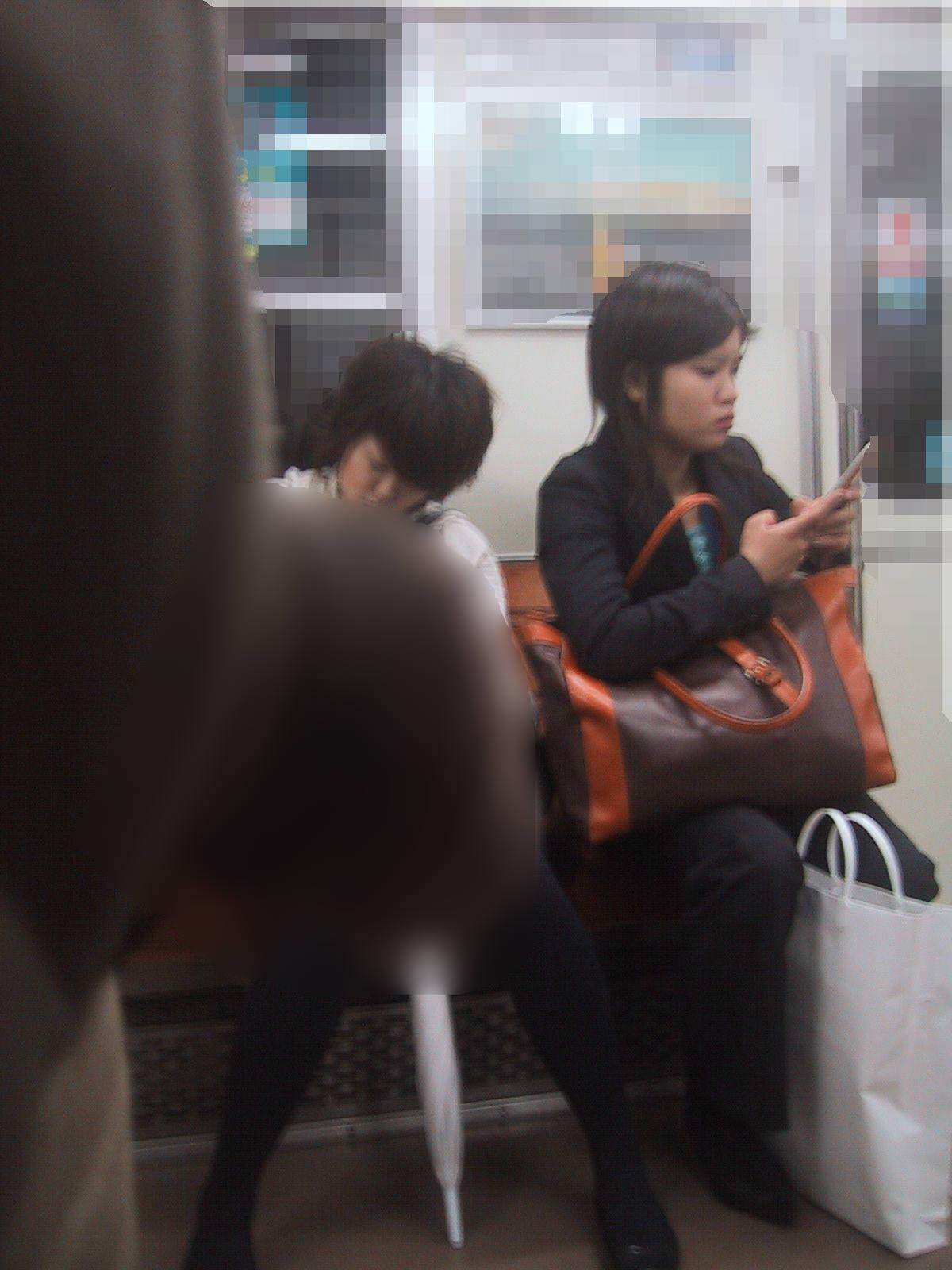電車でちんこ出して痴漢するガチでヤバい奴現るwwwwwwwwww 0665