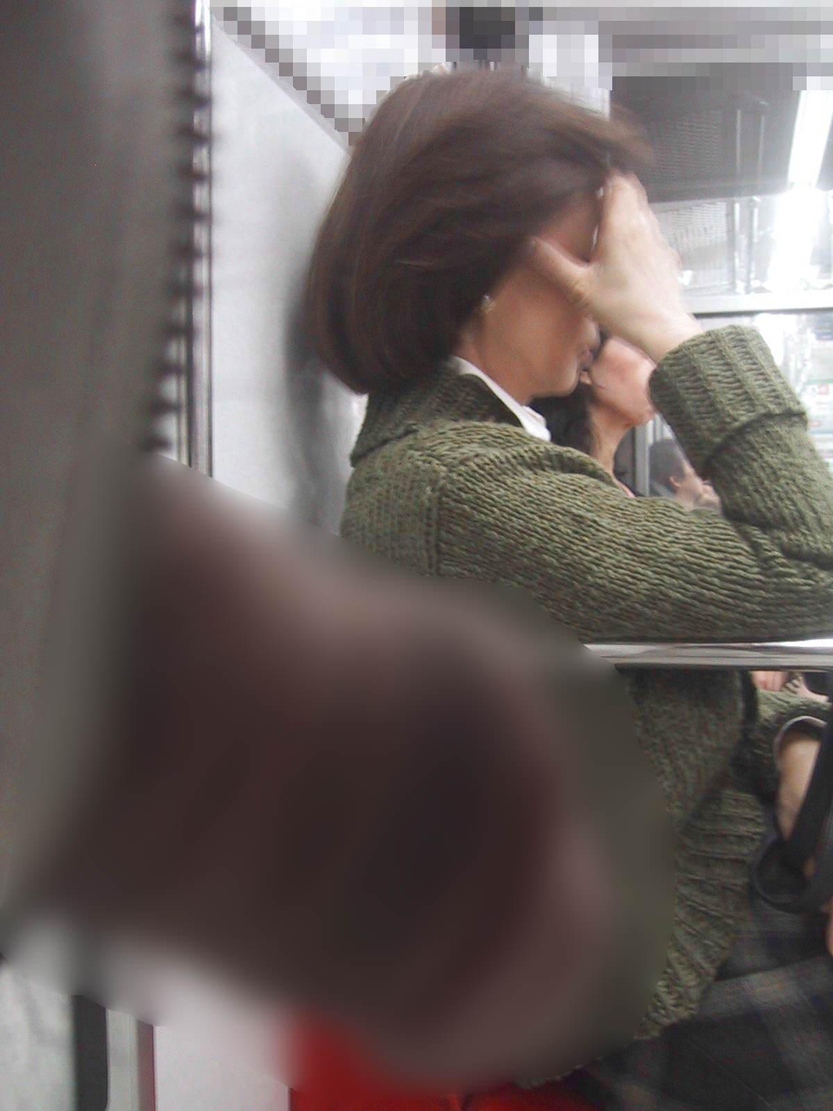 電車でちんこ出して痴漢するガチでヤバい奴現るwwwwwwwwww 0667