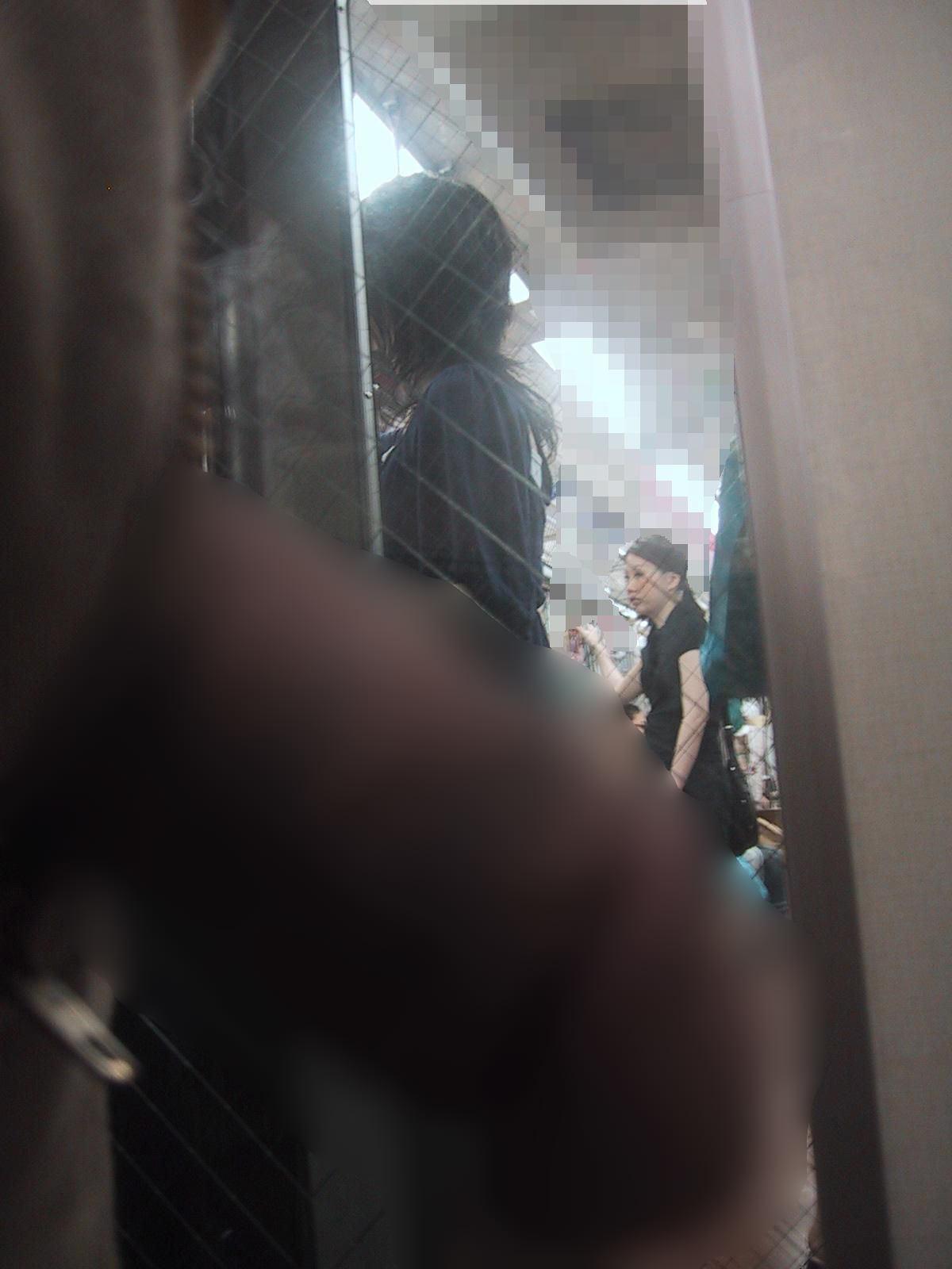 電車でちんこ出して痴漢するガチでヤバい奴現るwwwwwwwwww 0676