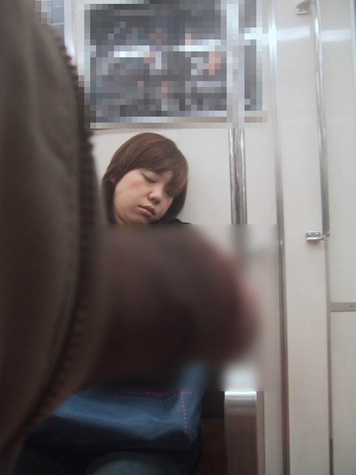 電車でちんこ出して痴漢するガチでヤバい奴現るwwwwwwwwww 0677