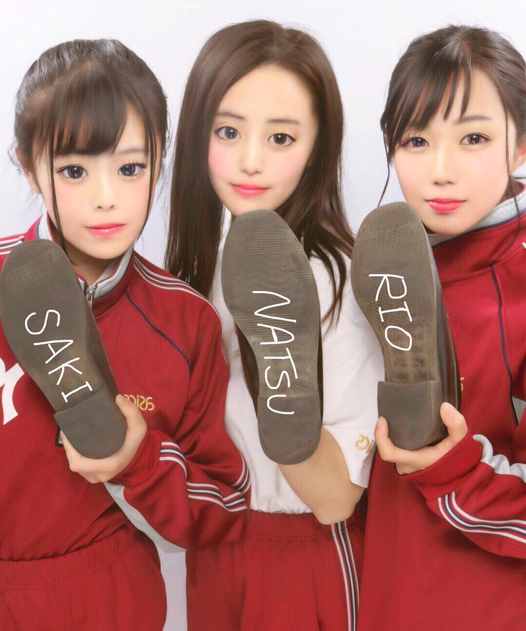女子高生の靴の匂いが好きなやつwwww履き込んで臭くなったJKの靴画像うpするwwwww 1812271615586472