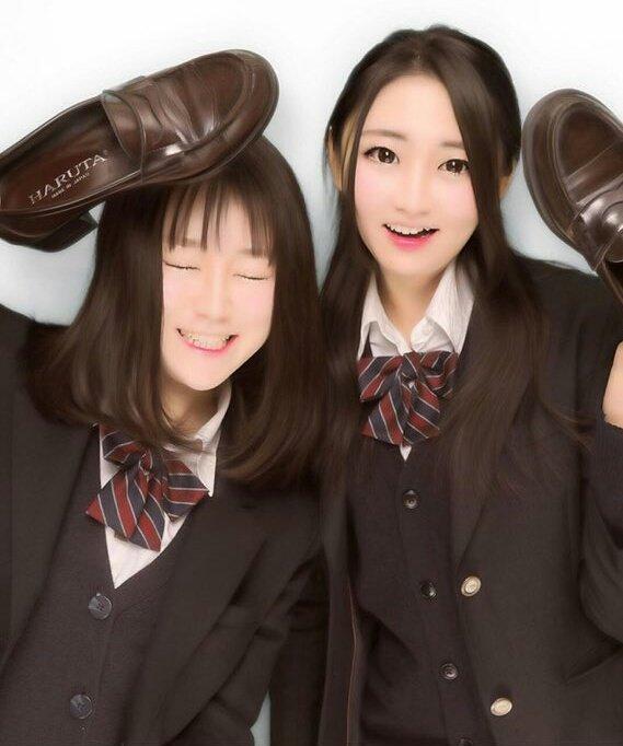 女子高生の靴の匂いが好きなやつwwww履き込んで臭くなったJKの靴画像うpするwwwww 1812271616048774