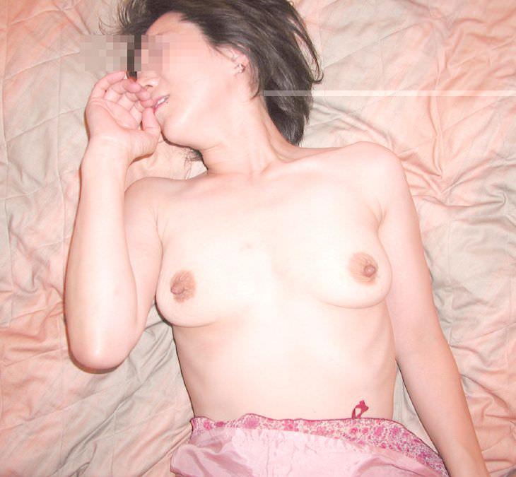 卑猥な乳房の人妻のおっぱいwwwwwwおっきくてエッチだなぁーwwwwwww 2910