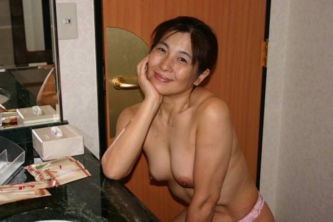 50代熟女でも衰えないセクシーボディの全裸エロ画像wwwwwwww 3011