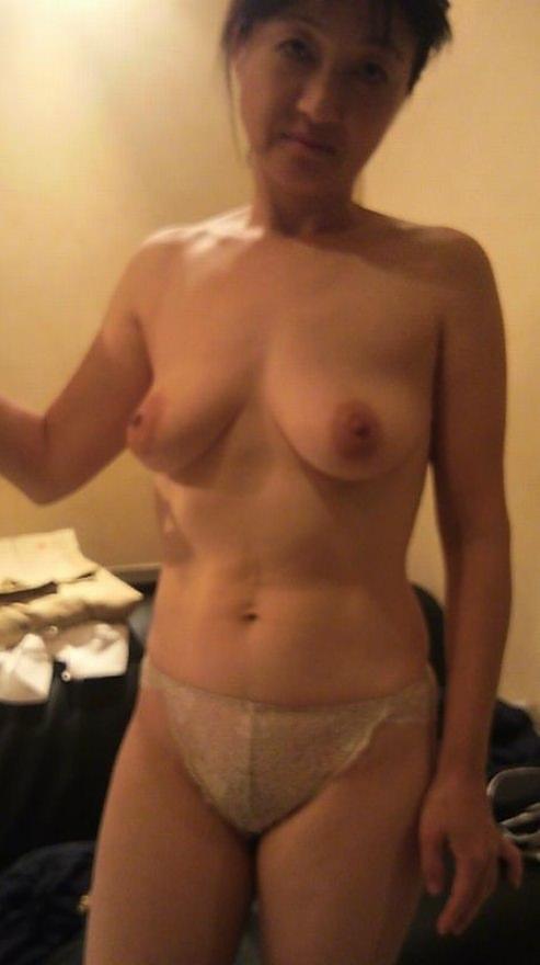 50代熟女でも衰えないセクシーボディの全裸エロ画像wwwwwwww 3022