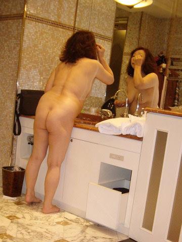 50代熟女でも衰えないセクシーボディの全裸エロ画像wwwwwwww 3023