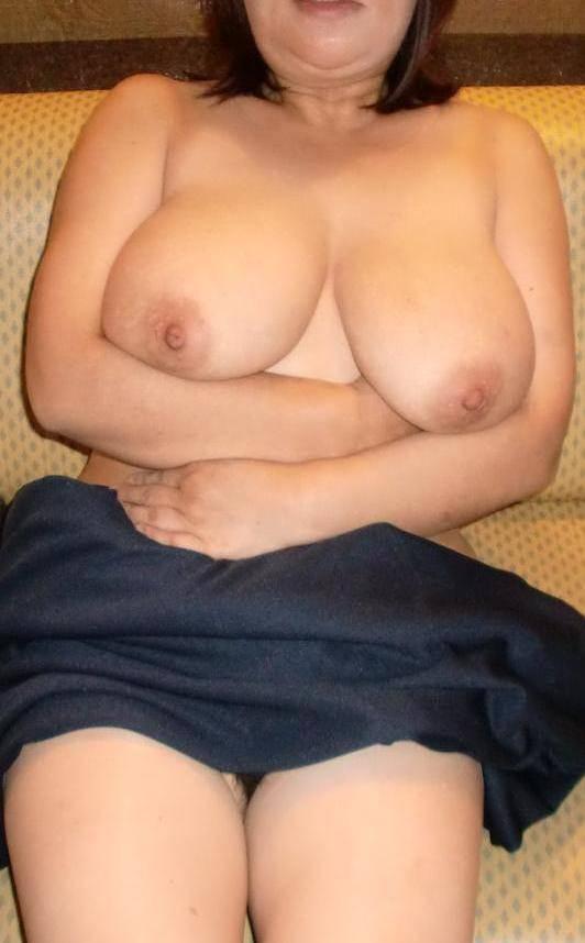 50代熟女でも衰えないセクシーボディの全裸エロ画像wwwwwwww 3033