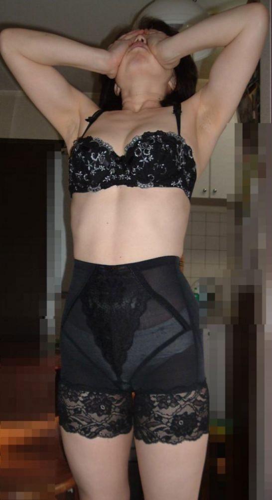 50代熟女でも衰えないセクシーボディの全裸エロ画像wwwwwwww 3039