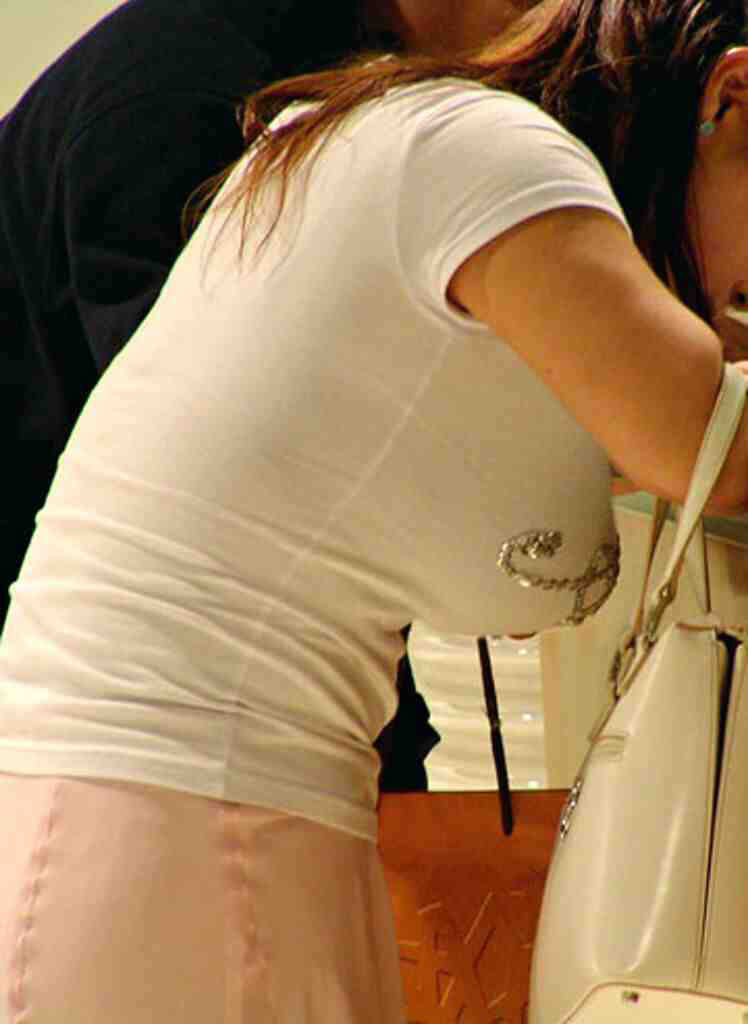 ワイ、着衣巨乳おっぱい画像を見てフル勃起中wwwwwwwwwww NcVovvy