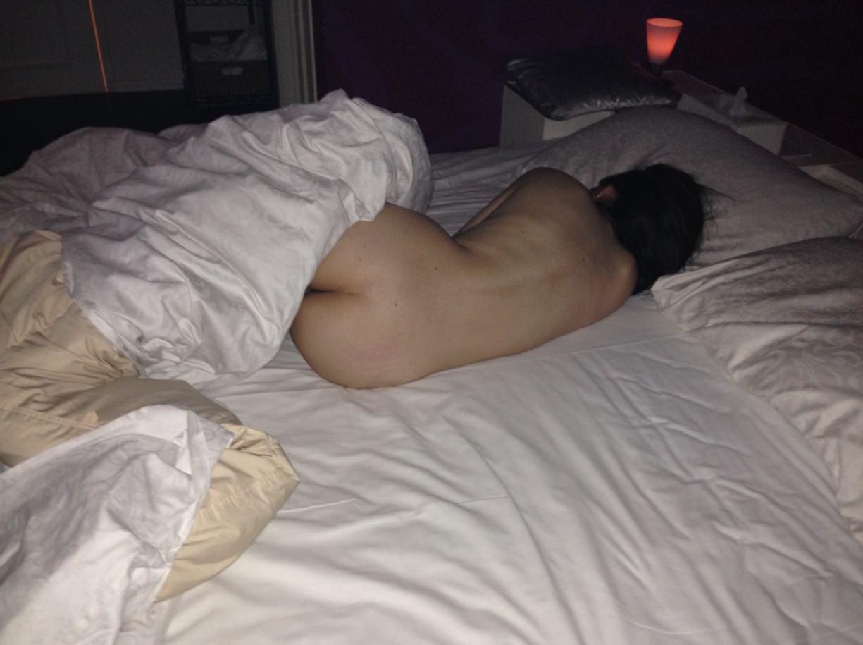 セックスに疲れてぐったり就寝中の彼女をこっそり撮影wwwwwww 0315