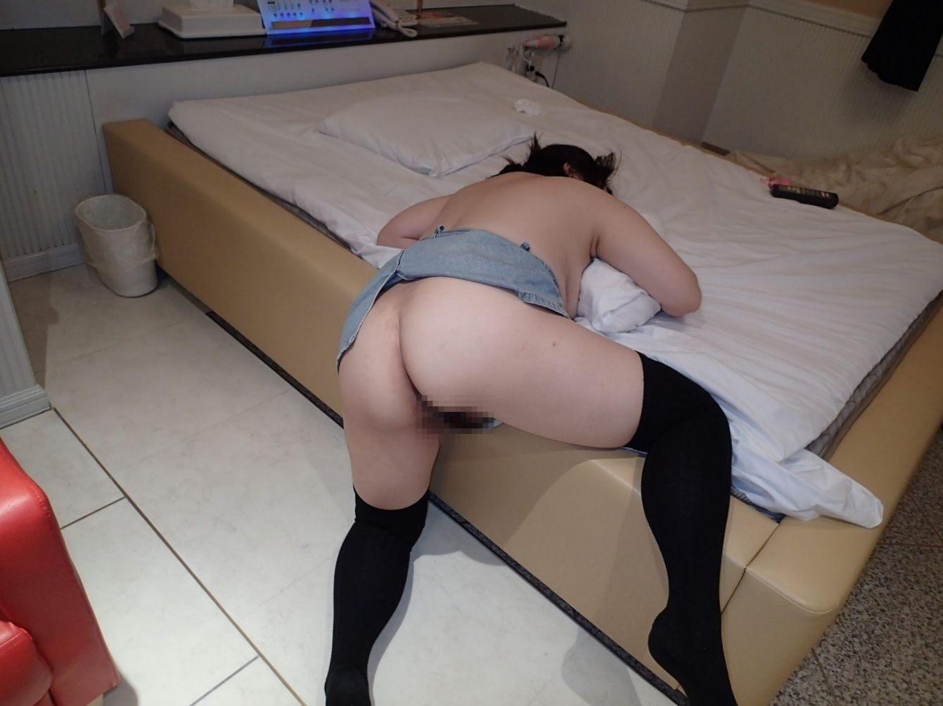 セックスに疲れてぐったり就寝中の彼女をこっそり撮影wwwwwww 0335