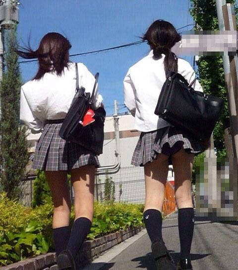 スクールバックでスカートめくれてるJKパンチラ画像wwwwwwwwwww z56r0oU