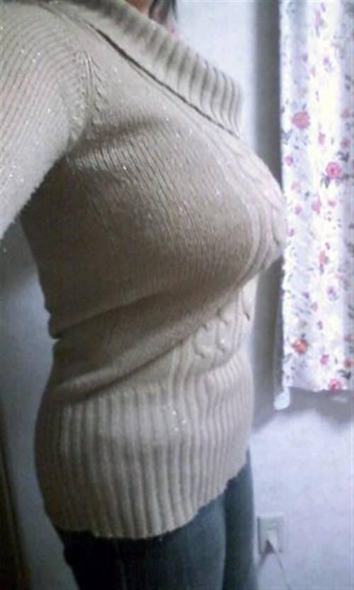 洋服がはち切れんばかりの着衣おっぱいwwwデカすぎて最高にエロいwww 0842