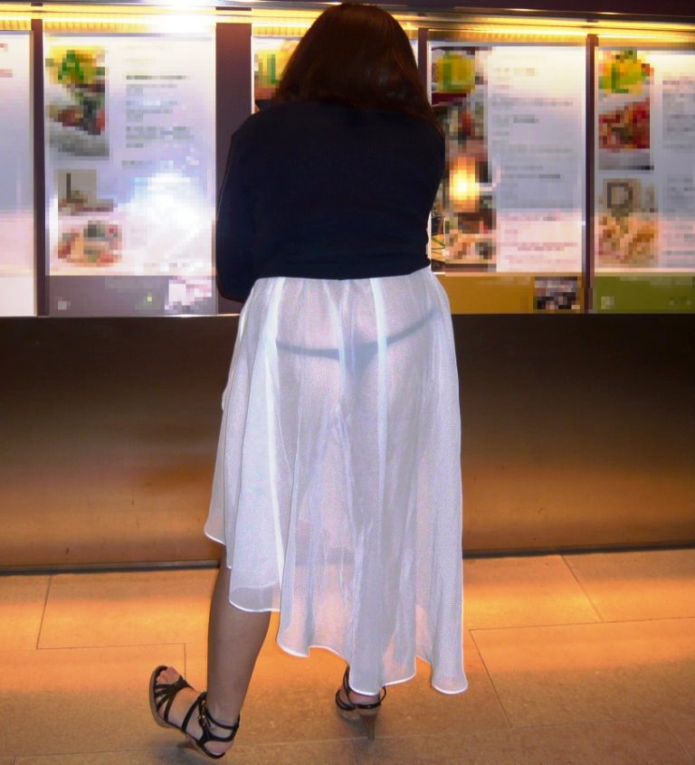 街で女のお尻を直視するのがワイの嗜み!高確率で透けパンツに出会えるぞぉーwww 1141